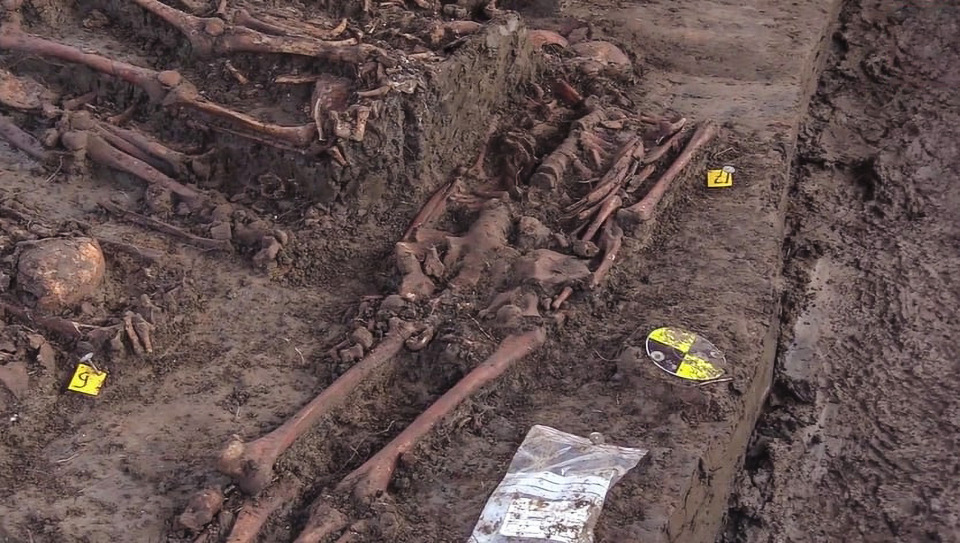 Mass grave of British soldiers who died fighting French revolutionaries found in Netherlands